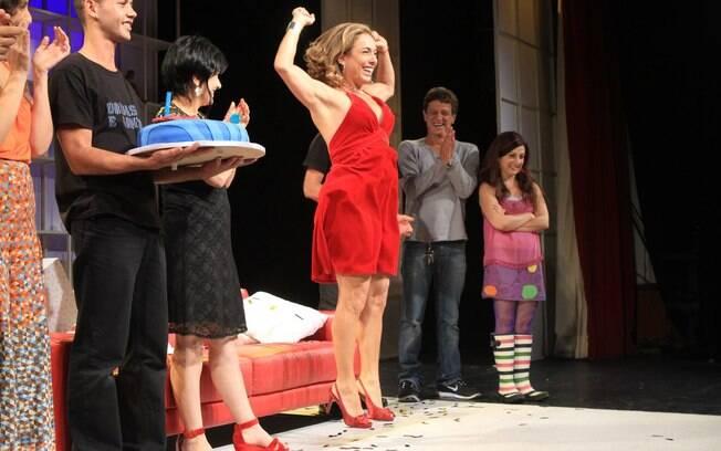 Cissa Guimarães comemorou seus 55 anos e as 400 apresentações da peça