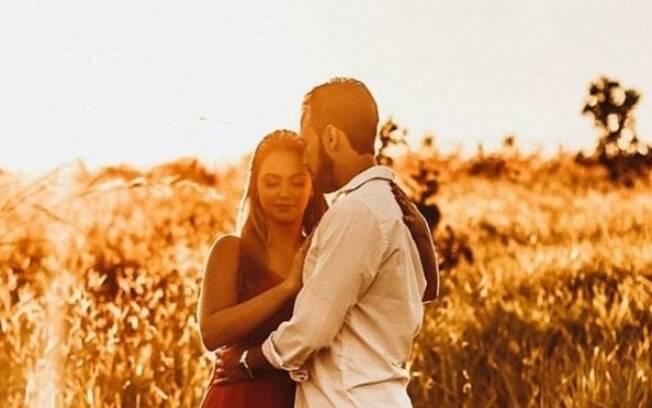 Casal esperou o altar para dar primeiro beijo