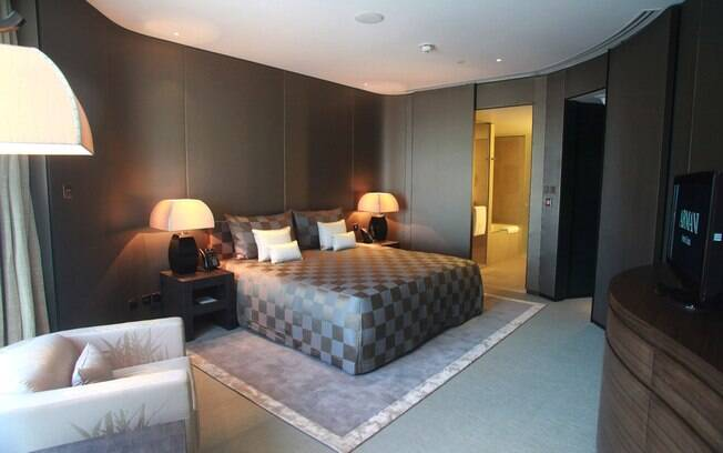 A melhor suíte do hotel é a Armani Dubai Suite com 390 metros quadrados