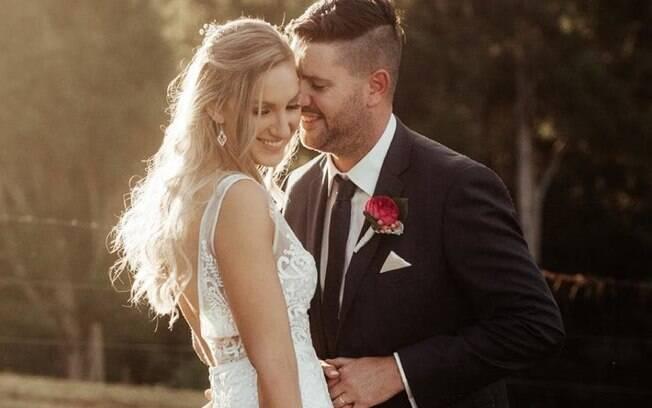 História de amor: eles se reencontraram na vida adulta e, em 2017, oficializou a união e hoje espera o primeiro filho