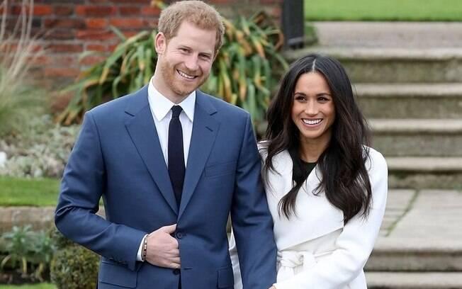 Em primeira aparição pública após noivado, Príncipe Harry e Meghan Markle comentam relação e exibem anel