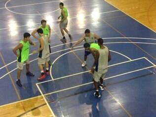 Minas Tênis Clube vai até o Santo Antonio no início do Mineiro de Basquete