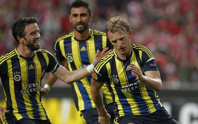 Kuyt comemora único gol do Fenerbahce contra  o Benfica
