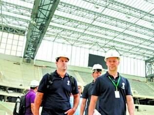 No caminho. Após receber técnicos da Fifa para visita, secretário mostrou otimismo quanto ao estágio das obras da Arena da Baixada