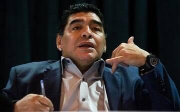 """Maradona é preso após suspeita de passaporte roubado: """"Político traidor"""""""