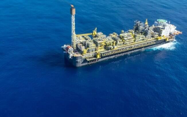 Sindicato pede interrupção de atividades após casos de Covid-19 em plataforma da Petrobras