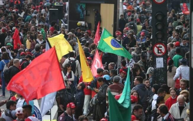 Manifestantes protestam contra governo na Avenida Paulista