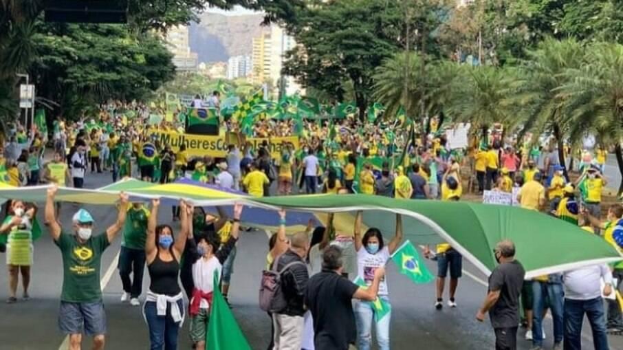 Manifestação em apoio a Bolsonaro na cidade de Belo Horizonte neste sábado (01)