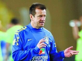 Serão lembrados? Dunga, técnico da seleção, anuncia na próxima quinta-feira a primeira lista de convocados para amistosos do Brasil