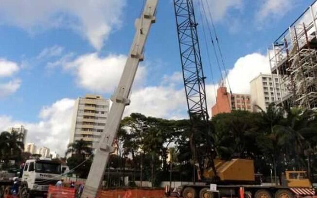 Ainda em 2011, o primeiro pilar das novas  arquibancadas foi erguido