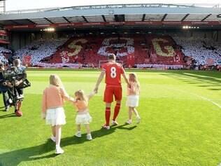 Jogador de 34 anos atuou por 708 jogos com a camisa vermelha e marcou 185 gols