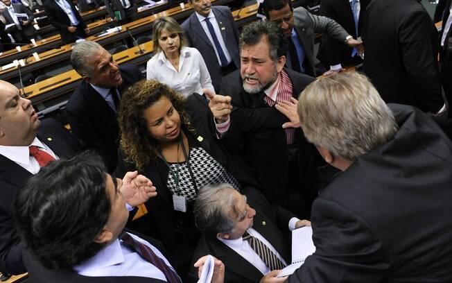 Parlamentares bateram boca durante reunião da Comissão Mista de Orçamento