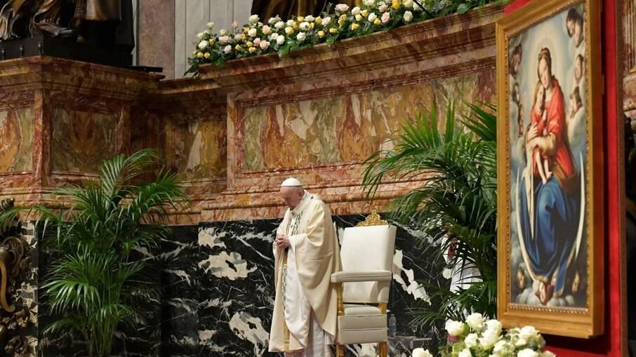 Francisco realizou missa pascoal na manhã deste domingo (4)