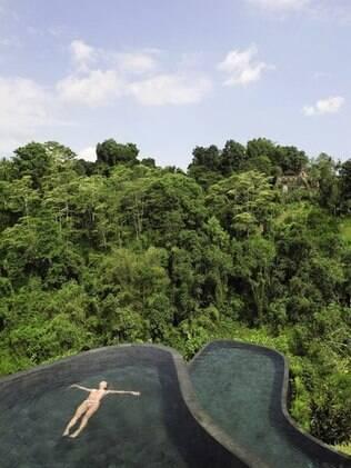 Piscina de fundo infinito do hotel Ubud Hanging Gardens, na Indonésia