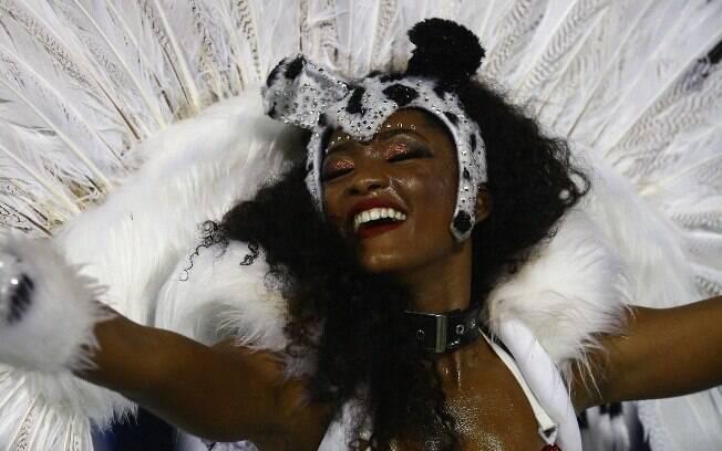 Érika Januza durante desfile no domingo (11)