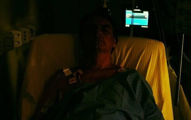 Neste final de semana, Bolsonaro já havia compartilhado primeira foto após cirurgia de emergência que precisou realizar