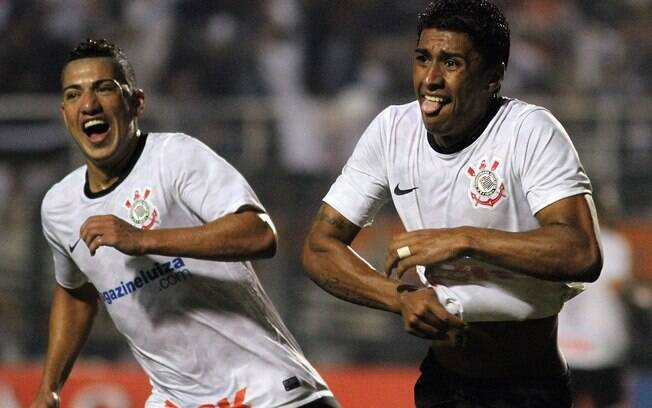Paulinho comemora com Ralf seu histórico gol  no Pacaembu