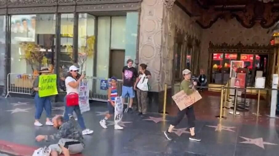 Protesto antivacina em Los Angeles, nos Estados Unidos