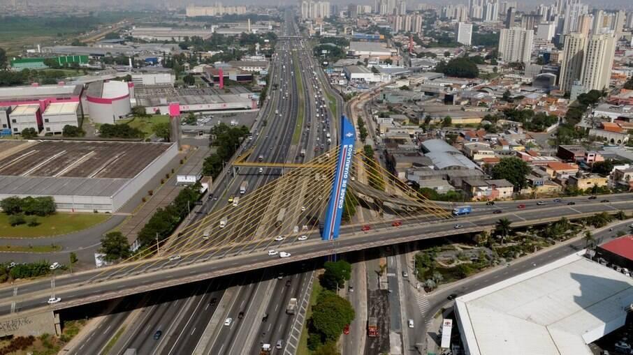 Visão aérea do Viaduto da cidade de Guarulhos