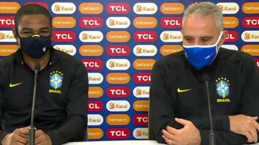 Tite elogiou postura da seleção com um a menos contra o Chile e disse que expulsão de Jesus foi justa