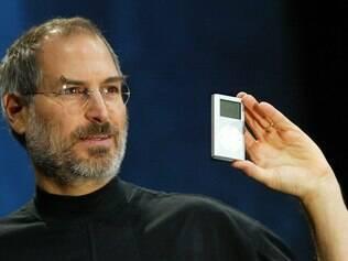 Steve Jobs durante o lançamento do iPod Mini, em 2004
