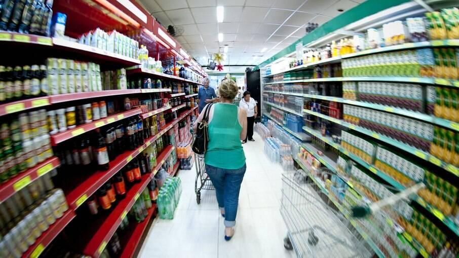 Empresas reduzem tamanho de embalagens e mantém produtos com o mesmo preço