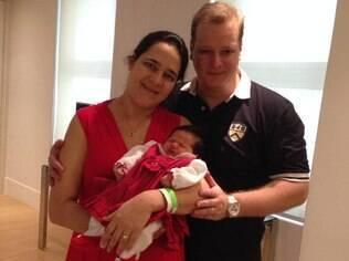 Para ficar ao lado da mulher e da filha por mais tempo, Daniel pediu uma semana de férias logo após a licença-paternidade