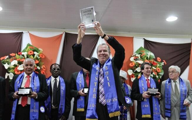 Sergio Cardoso, 60, comemorou a vitória na categoria principal do concurso de Mister Idoso