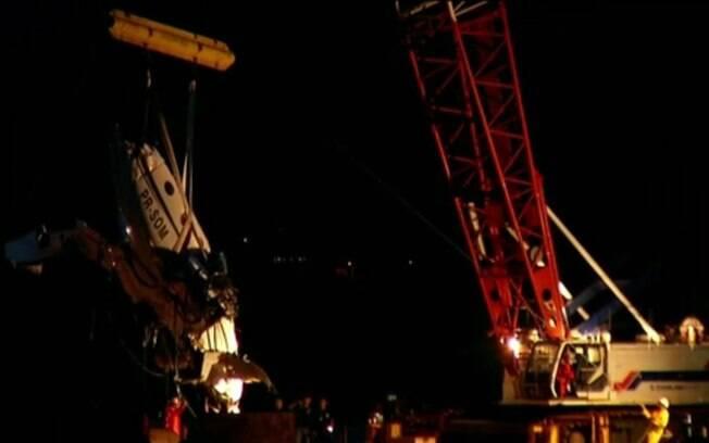 Trabalho de retirada dos destroços será feito por empresa contratada pela seguradora do avião acidentado