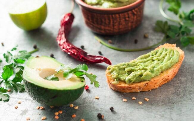 O guacamole também pode ser servido em torradas