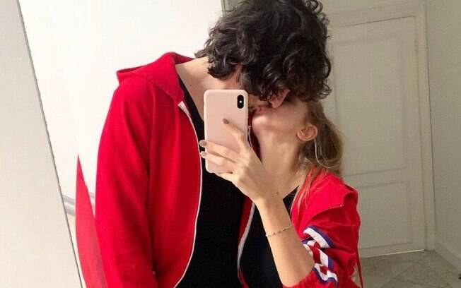 Fiuk beija filha de Xuxa e se declara na web