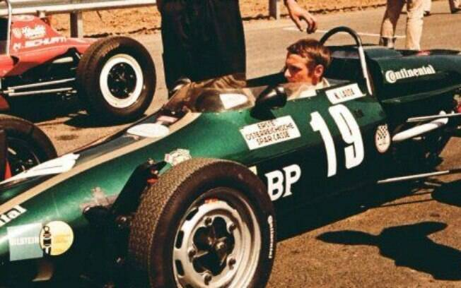 Niki Lauda começou sua carreira no automobilismo na Fórmula Vee, antes de ser tricampeão na Fórmula 1