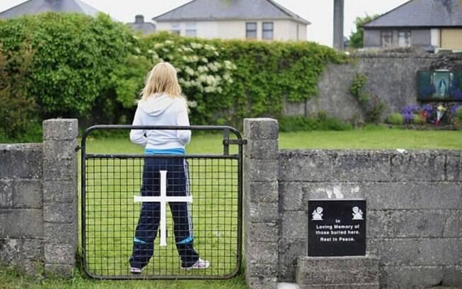 Testes de DNA apontaram que as crianças enterradas nas 20 câmaras da fossa tinham idade entre 35 semanas e 3 anos