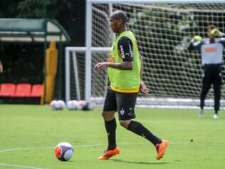 Emerson Conceição treinou com seus novos companheiros na Cidade do Galo