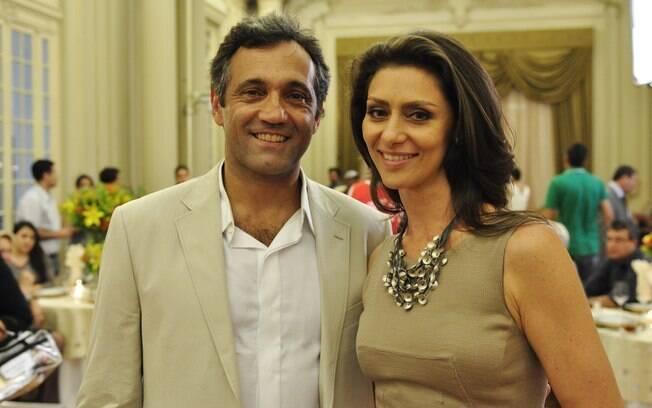 Paulo Ventura (Domingos Montagner) não consegue se manter fiel à mulher, Antonia (Maria Fernanda Cândido)