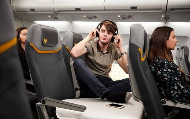 A companhia aérea quer deixar a classe econômica mais confortável e oferece até colchão, lençol e  cobertor