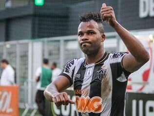 Fernandinho teve propostas de outros clubes, mas escolheu o