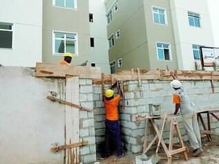 Sem dinheiro.  Trabalhadores de  construtoras de obras do Minha Casa, Minha Vida podem ficar sem segunda parcela do abono natalino