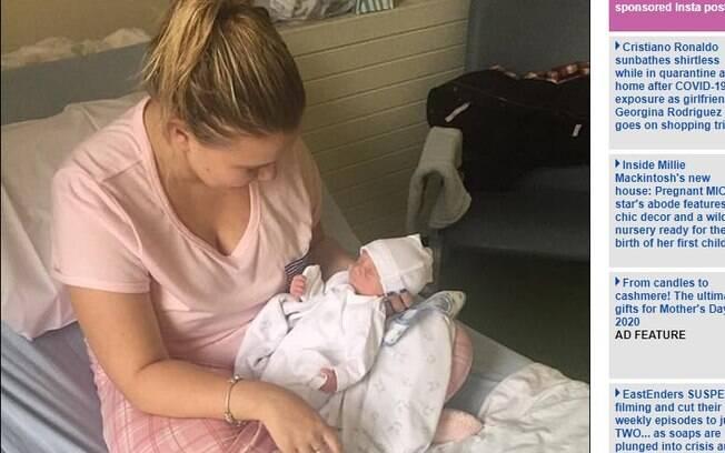 Courtney Evans foi internada com suspeita de apendicite quando descobriu que estava grávida de 34 semanas