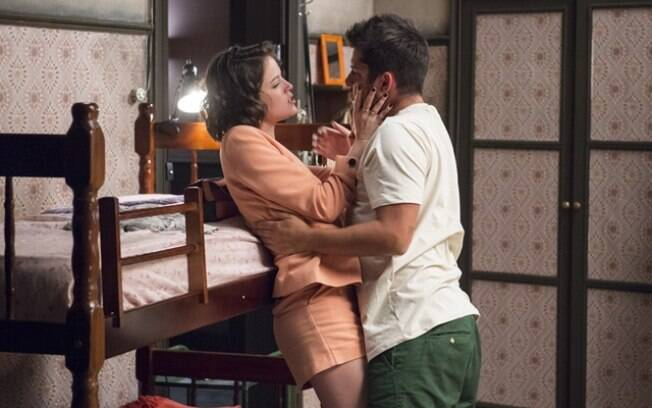 Agatha Moreira e Bruno Gissoni protagonizam cena quente