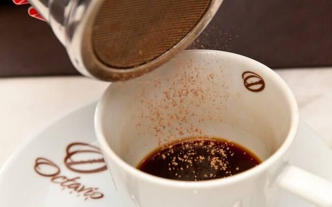 O cacau é mais indicado que o café, pois flavonoides ajudam no funcionamento dos vasos sanguíneos