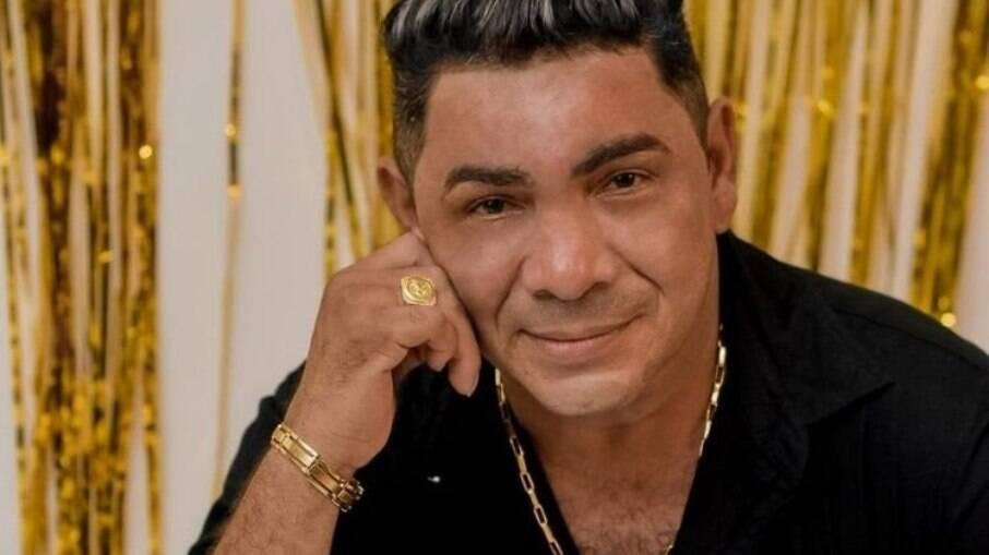 Edésio Nascimento, cantor e compositor