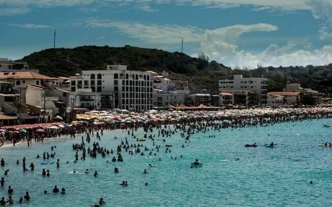 Escolher passar o carnaval na praia de Arraial do Cabo é uma boa alternativa ao agito da capital fluminense