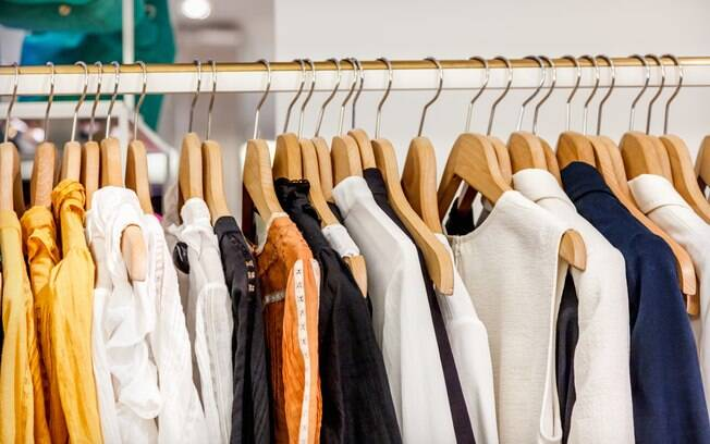 Aproveite para comprar roupa na Black Friday e renove seu guarda-roupa
