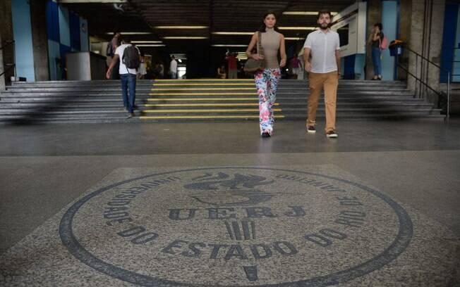 Na Universidade Estadual do Rio de Janeiro e demais instituições funcionários não recebem salário desde abril