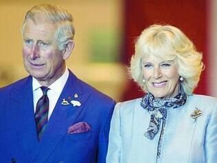 Língua solta. Príncipe Charles, acima com a mulher Camila, se negou a comentar sua própria fala
