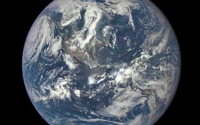 Nasa divulga foto épica da Terra após 43 anos