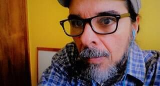 Cláudio Carvalho, carioca, técnico ambiental, designer e cyber ativista. Cofundador da NERD & GEEK ESSENCIAL®, empresa que oferece serviços de upcycling, design gráfico, TCC e etc. Também é tarólogo há 30 anos, membro da Associazione Culturale LE TAROT, entidade Italiana dedicada aos estudos científicos sobre o tema. Cláudio é pesquisador e estudioso da história do Tarô. Desde 1985 trabalha com o Tarô de Thoth. Também é estudioso do I Ching (oráculo chinês), Ogham (oráculo celta) e radiestesista. Escritor, publicou um livro. Artista plástico, seus desenhos foram apresentados em diversas exposições no Brasil e no exterior.