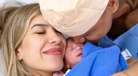 Lore Improta e Léo Santana mostram o rosto da primeira filha