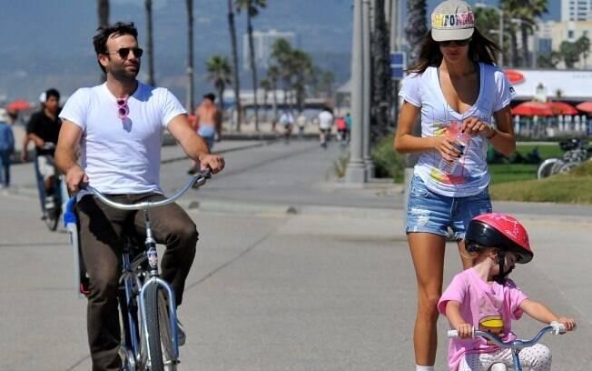 Alessandra curte o sol de Santa Mônica com a família